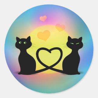 Gatos no amor adesivo em formato redondo