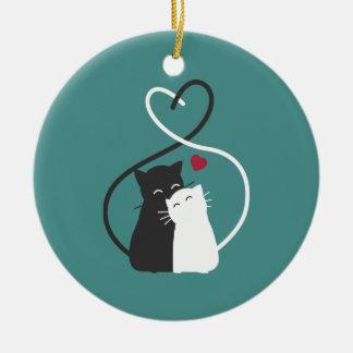 Gatos românticos simples no ornamento do amor |