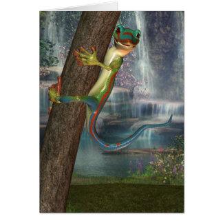 Geco em um cartão de nota da árvore