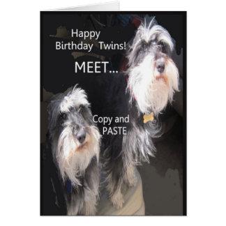 Gêmeos cómicos do feliz aniversario cartão comemorativo