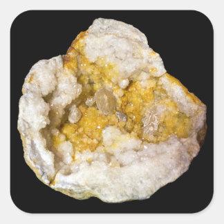 Geode amarelo e branco meio na etiqueta preta adesivo quadrado