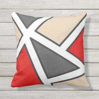 Geométrico branco preto vermelho cinzento bege almofada