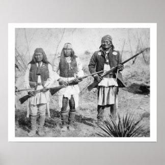 Geronimo e três de seus guerreiros de Apache, 1886 Posteres