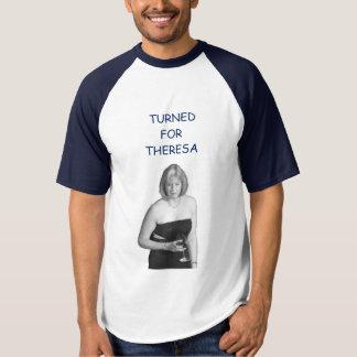 Girado para a camisa de Theresa