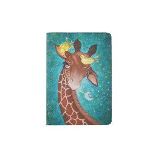 Girafa bonito com pássaros capa para passaporte