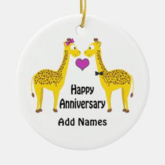 Girafas felizes do aniversário ornamento de cerâmica redondo