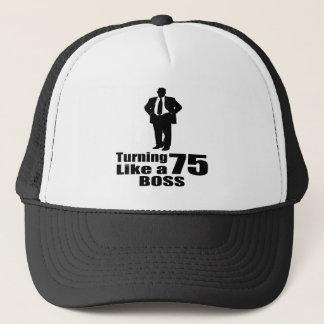 Girando 75 como um chefe boné