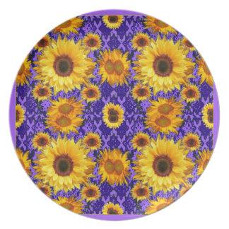 Girassóis amarelos em presentes Amethyst da cor Prato