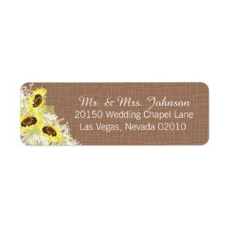 Girassóis e etiqueta rústica do casamento do laço
