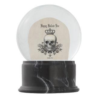 Globo De Neve Crânio e coroa modernos do Dia das Bruxas do