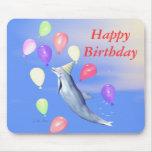 Golfinho e balões do feliz aniversario mousepad