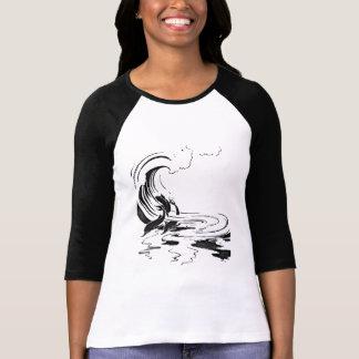Golfinhos no desenho preto e branco velho do jogo t-shirt