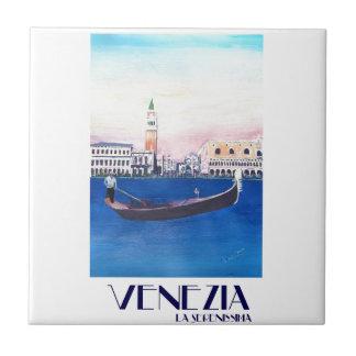Gôndola de Veneza Italia no canal grande com San