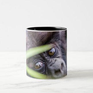 Gorila do bebê de Rwanda África Caneca De Café Em Dois Tons