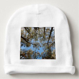 Gorro Para Bebê Árvores de goma contra um céu azul