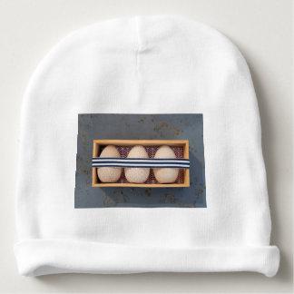 Gorro Para Bebê Ovos de madeira em uma caixa