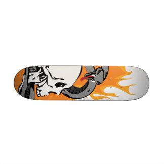 Gráfico do cobra e do crânio skate