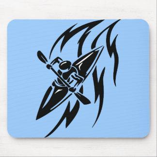 Gráfico extremo Kayaking do esporte em preto & no  Mouse Pad