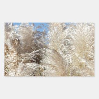 Grama de Pampas com um céu azul ensolarado Adesivo Retangular