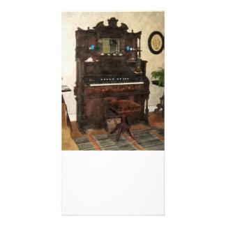 Grande órgão na sala de estar cartoes com fotos