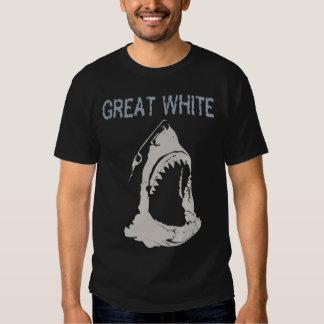 Grande tubarão branco tshirts