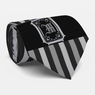 Gravata A cinza preta e de prata listra o monograma da