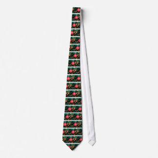 Gravata Bauble vermelho brilhante que decora a árvore de