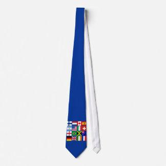 Gravata Dezesseis bandeiras de muitos t-shirt das nações,