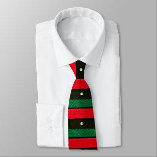 Gravata Escudos no Crochet verde preto vermelho por todo o