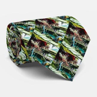Gravata Gueixa do vintage na árvore de bordo da casa de