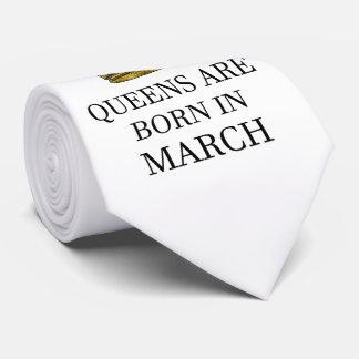 Gravata O Queens é nascido em março