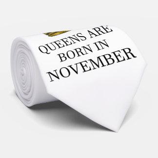 Gravata O Queens é nascido em novembro
