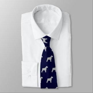Gravata O Schnauzer mostra em silhueta o azul e o cinza do