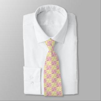 Gravata Ouro brilhante e teste padrão cor-de-rosa do