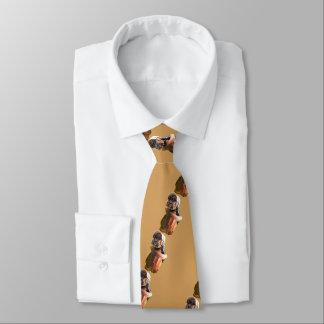 Gravata Ouro engraçado bonito do filhote de cachorro no