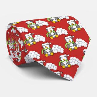 Gravata Pinguim do Natal que senta-se com bolas da neve