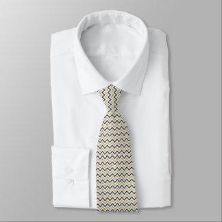 Gravata Preto, ouro e laço branco de Chevron
