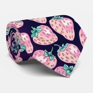Gravata Teste padrão cor-de-rosa da morango no fundo roxo