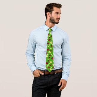 Gravata verde bonito do teste padrão de flor do joaninha e