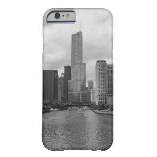 Grayscale de Chicago River da torre do trunfo Capa Barely There Para iPhone 6