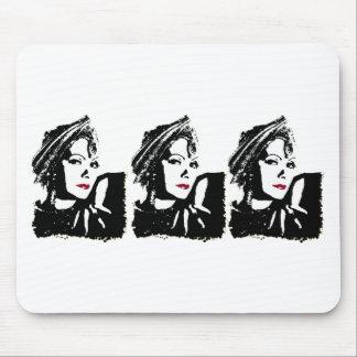 Greta em preto e branco mousepads