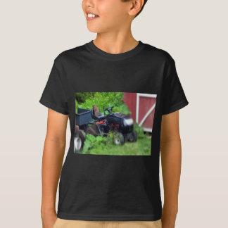 Groundhog em um cortador de relva camiseta