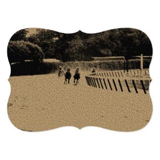 Grunge enlameado da trilha da corrida de cavalos convite 12.7 x 17.78cm