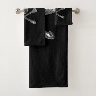 Grupo alegre de toalha do banheiro do crânio de