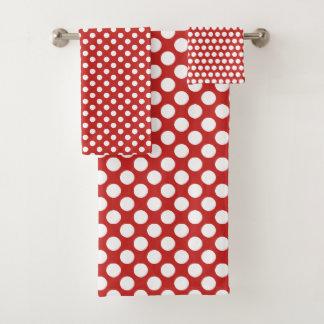 Grupo branco vermelho bonito de toalha do banheiro
