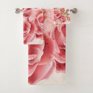 Grupo cor-de-rosa artístico de toalha do banheiro
