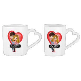 Grupo da caneca de café dos corações do casal do