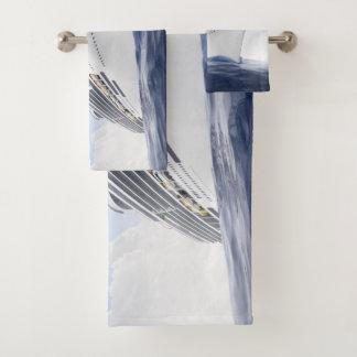 Grupo de toalha do banheiro do navio de cruzeiros
