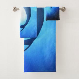 Grupo de toalha do banheiro do tubarão