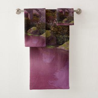 Grupo oriental de toalha do banheiro do jardim